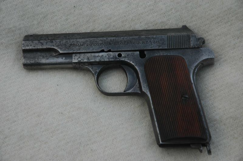 Ungarsk pistol, fundet på loftet i et parcelhus i Tarm.