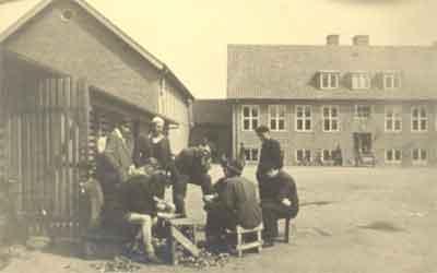 Ungarsk køkkenhold i aktion, Vemmelev Skolegård juni 1945